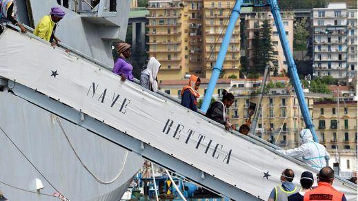 Naufraga un barco cerca de Libia con unas 700 personas a bordo
