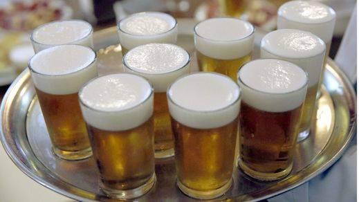 En verano, los españoles lo tienen claro: cerveza, playa y buena compañía