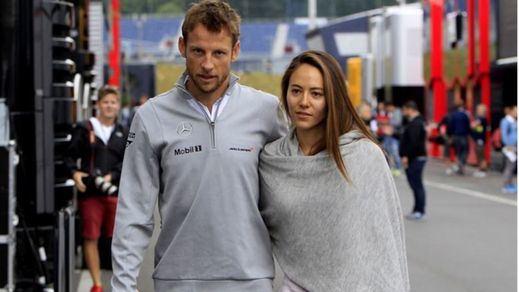 Gasean a Jenson Button y su mujer mientras dormían... y les roban