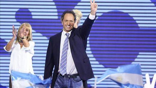 El 'kirchnerismo' que no cesa: Daniel Scioli, su candidato oficial, gana las primarias en Argentina