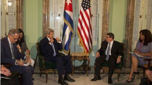 Kerry se reúne con disidentes y reclama avances en derechos humanos en Cuba