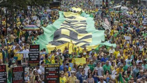 Cientos de miles de personas protestan en Brasil contra el gobierno de Dilma Rousseff