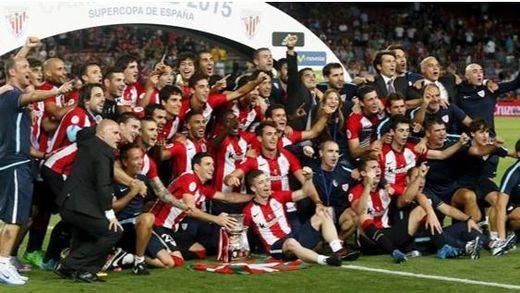 No hubo milagro: los leones rugen también en el Camp Nou y se coronan con la Supercopa (1-1)