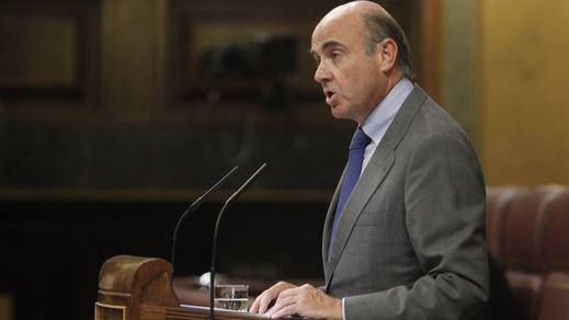 El Congreso aprueba el tercer rescate a Grecia y De Guindos aprovecha para atacar a Podemos