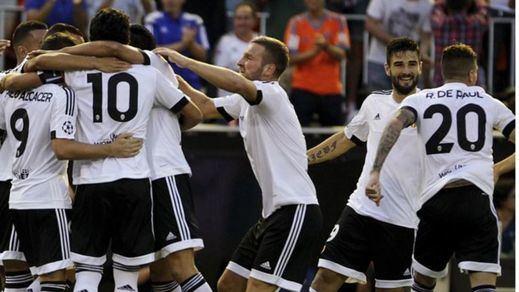 El Valencia sabe sufrir y ganar al Mónaco para acercarse a la Champions (3-1)