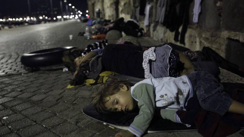 Macedonia rebaja las restricciones y permite el paso a cientos de inmigrantes