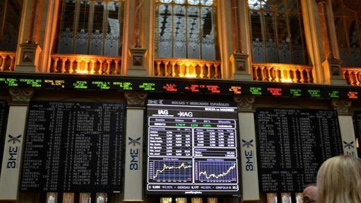 El Ibex se desploma por la crisis de gobierno en Grecia y cierra con pérdidas del 2,98% debido