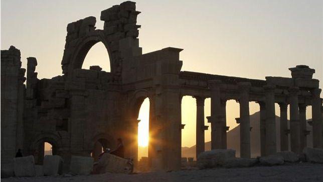 También crímenes culturales: el Estado Islámico dinamita un templo milenario en Palmira