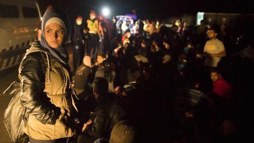 Altercados entre la policía húngara y los inmigrantes en un centro de acogida