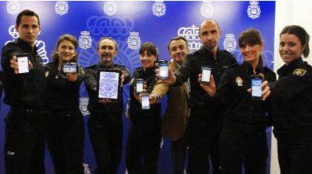 La policía se queda sin su 'community manager' estrella: sus mejores tuits