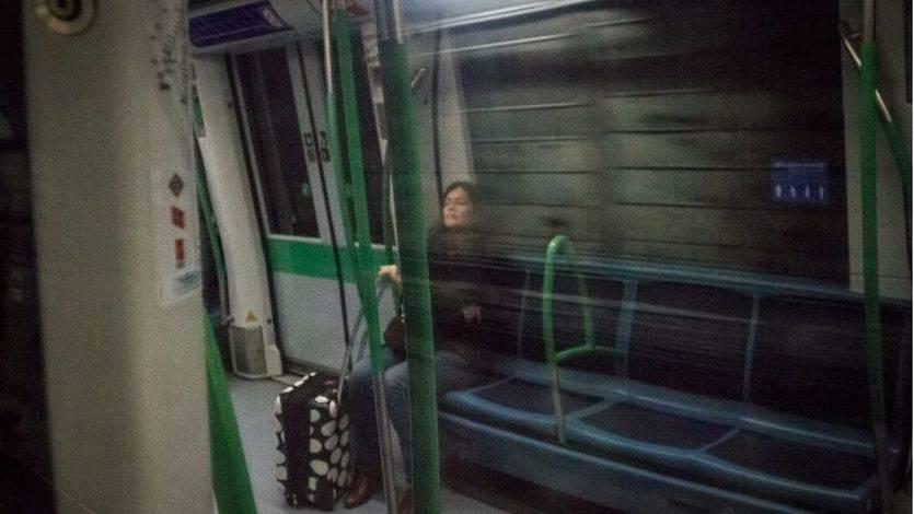 Una viajera del Metro de Madrid. (Archivo) (Foto: Kike Rincón)
