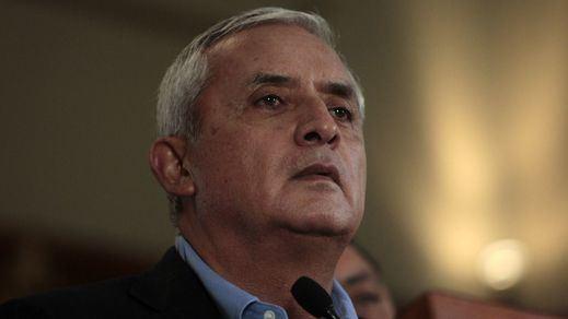 El presidente de Guatemala se pone a disposición de la justicia para ser investigado por corrupción