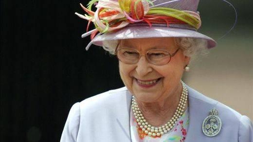 La Reina Isabel II es fan incondicional de 'Downtown Abbey'
