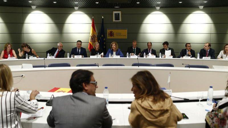 Las Comunidades Autónomas se quejan al Gobierno de 'falta de concreción' en cifras y financiación de refugiados