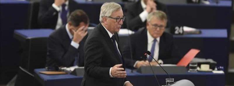 Juncker, contundente con la exigencia de acoger a los refugiados sirios: 'Tiene que hacerse de manera obligatoria'