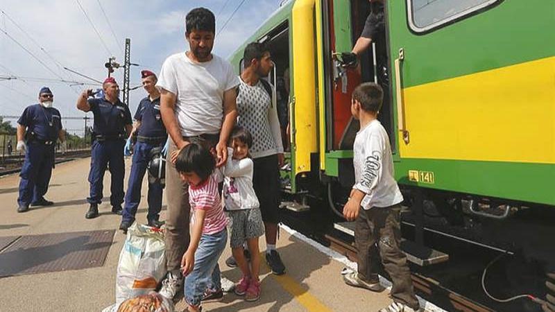Austria corta el tráfico de trenes hacia Hungría por la 'masiva sobrecarga' de refugiados