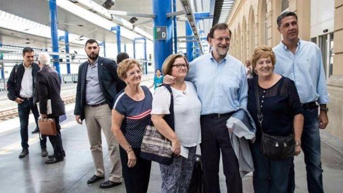 Rajoy se hace un 'semi-selfi' en Twitter con Sánchez y dice 'unidos ganamos'