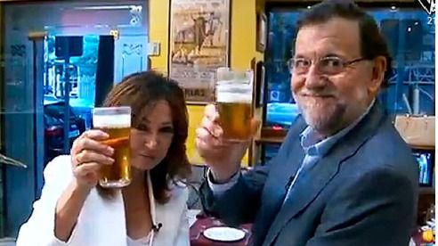 Rajoy abre las puertas de La Moncloa y se toma una cañas con Ana Rosa