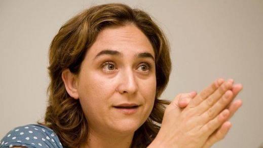 ¿Hace la vista gorda Ada Colau con el 'top manta'?: la oposición acusa