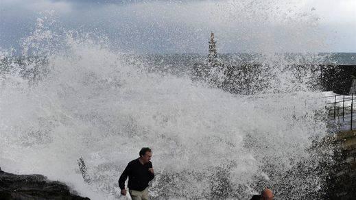 Vuelve el fenómeno de la ciclogénesis explosiva: 15 provincias en alerta por lluvia, viento y olas