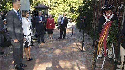 Los Reyes homenajean a Washington antes de visitar la Casa Blanca