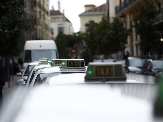 Los taxistas llevarán mañana sus quejas sobre Uber a Bruselas