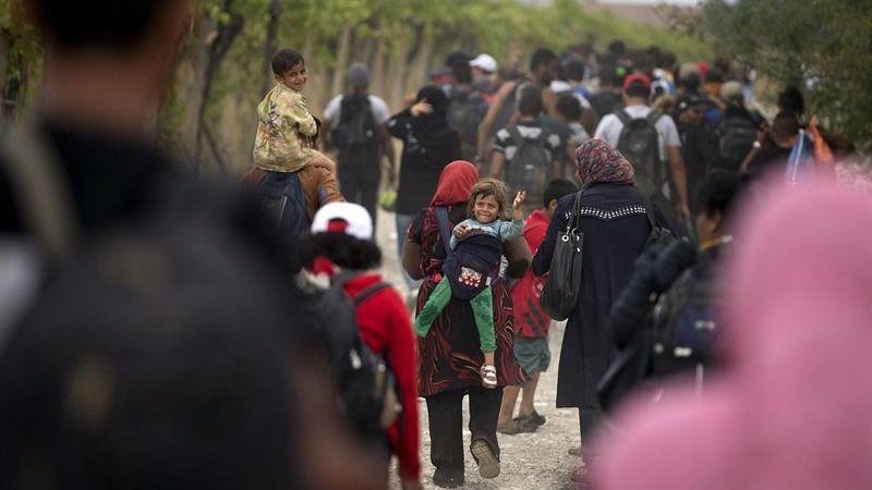 Bochorno europeo: La policía húngara utiliza gases lacrimógenos contra los refugiados en la frontera
