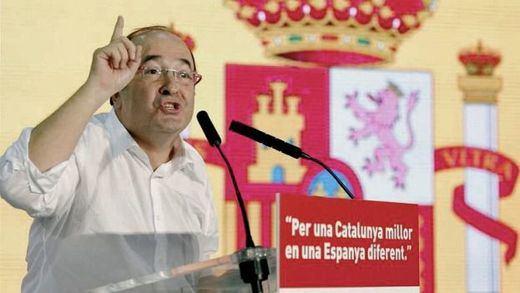 Iceta (PSC) sigue los pasos de Sánchez y presume de bandera española en Cataluña