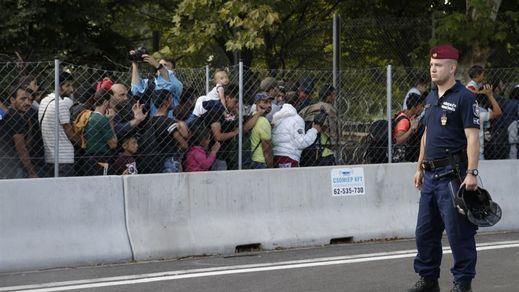 Hungría inicia en la frontera con Croacia la construcción de otro muro en Europa olvidando el recuerdo de Berlín