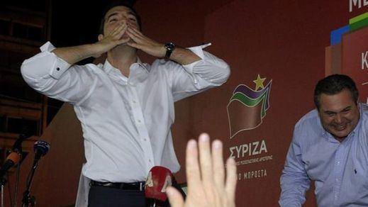 Los griegos aúpan a Tsipras de nuevo y le legitiman para gestionar el tercer rescate