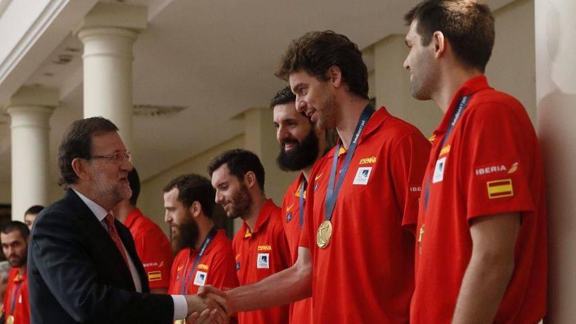 La selección de oro celebra su victoria en el Eurobasket con la afición y con Rajoy