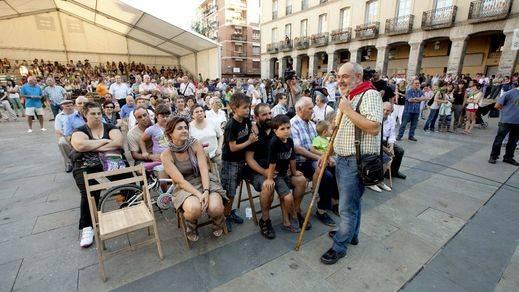 Condenan al alcalde de Llodio a pagar 1.500 euros mensuales hasta que cuelgue la bandera española en el Ayuntamiento