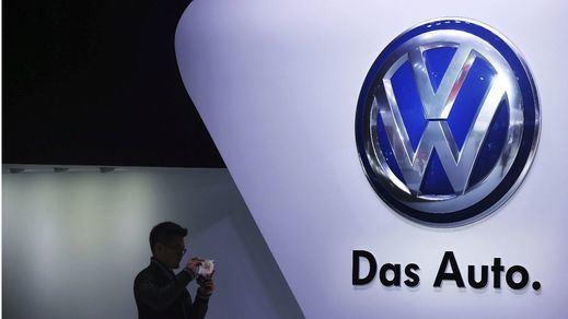 Merkel se desmarca del escándalo de Volkswagen: desconocía las prácticas fraudulentas