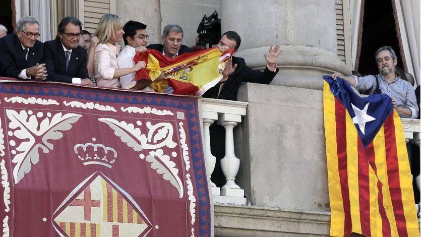 'Mi bandera sí, tu bandera no': guerra de símbolos en el Ayuntamiento de Barcelona