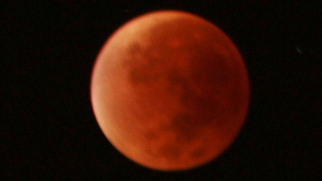 Así fue el eclipse de superluna que tiñó el cielo de rojo
