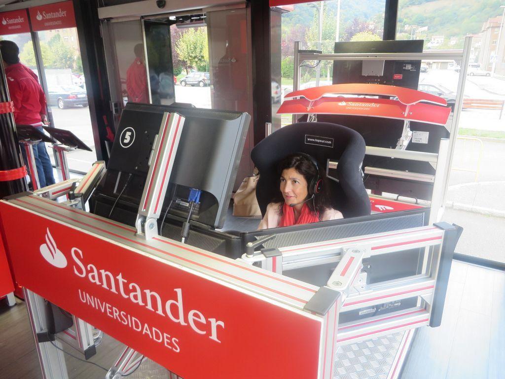 Santander Universidades se une a la lucha contra el cáncer en su gira universitaria RedBox