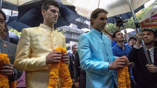 Nadal y Djokovic visitan el lugar del trágico atentado de agosto en Bangkok