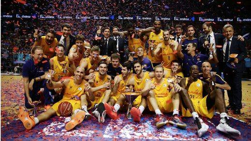 Adiós a su año en blanco: el Barcelona se impone al Unicaja y se apunta su sexta Supercopa