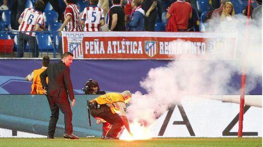 La UEFA expedienta a Atlético y Benfica por las bengalas en su partido en el Calderón