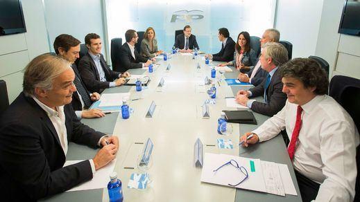 La estrategia de los 'conspiradores': sustituir a Rajoy en 2016 y una 'legislatura de ciclo corto'