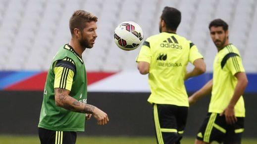 Del Bosque suma otro lesionado más: Sergio Ramos deja la concentración por problemas en el hombro