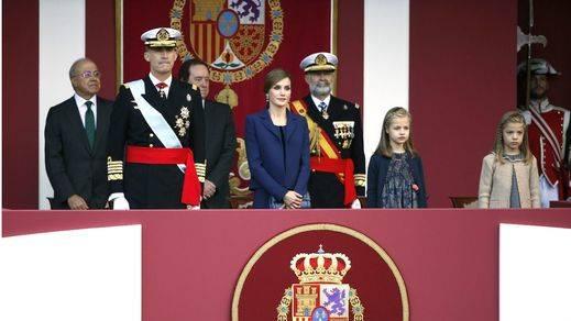 Los Reyes presiden el último desfile militar de la Fiesta Nacional de la legislatura