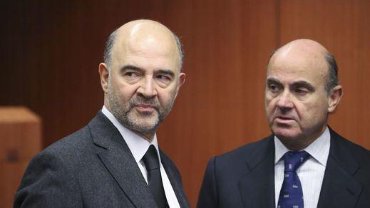 El francés Pierre Moscovici, enemigo público número uno para el Gobierno Rajoy en Europa