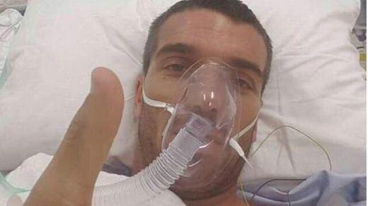 De Angelis sale del estado crítico y está 'despierto y consciente'