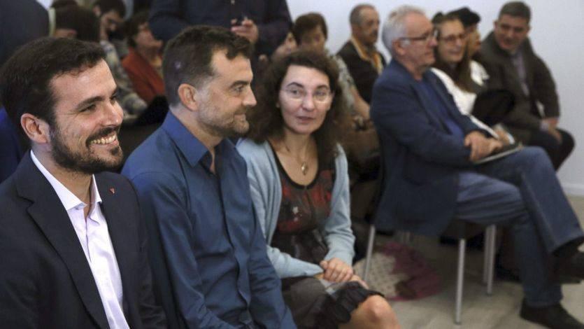 Alberto Garzón junto a Antonio Maillo y Begoña Marugán en el acto de este miércoles
