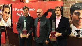 Alfonso Pedragosa, entre los toreros David Mora y Gómez del Pilar
