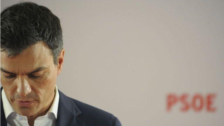 Un acosado Pedro Sánchez avanza su programa electoral cargado de promesas...