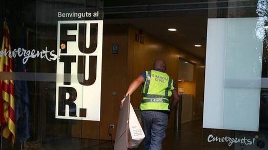 Concluye tras doce horas el registro en la sede de CDC de Barcelona