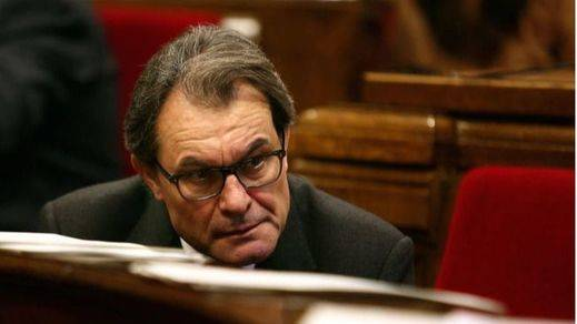 Mas se defiende del 3%: dice que la contratación de la Generalitat es