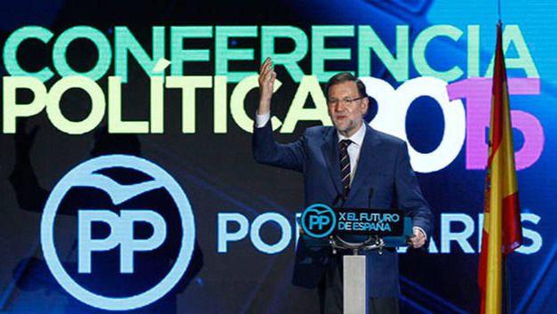 Rajoy se pone el uniforme de campaña para el único candidato conocido del PP: él